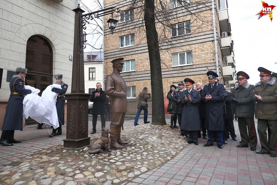 Скульптура в честь 100-летия белорусской милиции