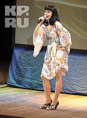 nonna-grishaeva-razdelas-sisyastaya-devushka-soset-video