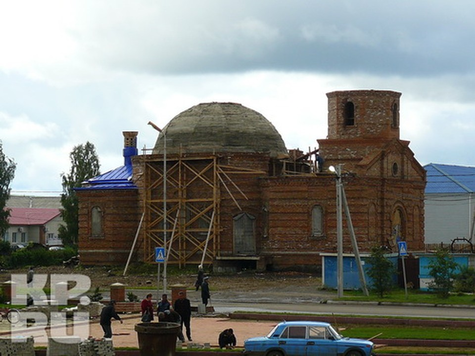 В стене этого храма в райцентре Тисуль - заложен именной кирпич космонавта Алексея Леонова