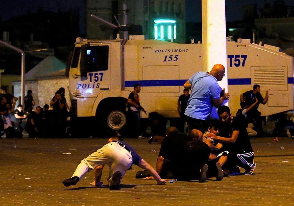 Противостояние на площади Таксим в Стамбуле.