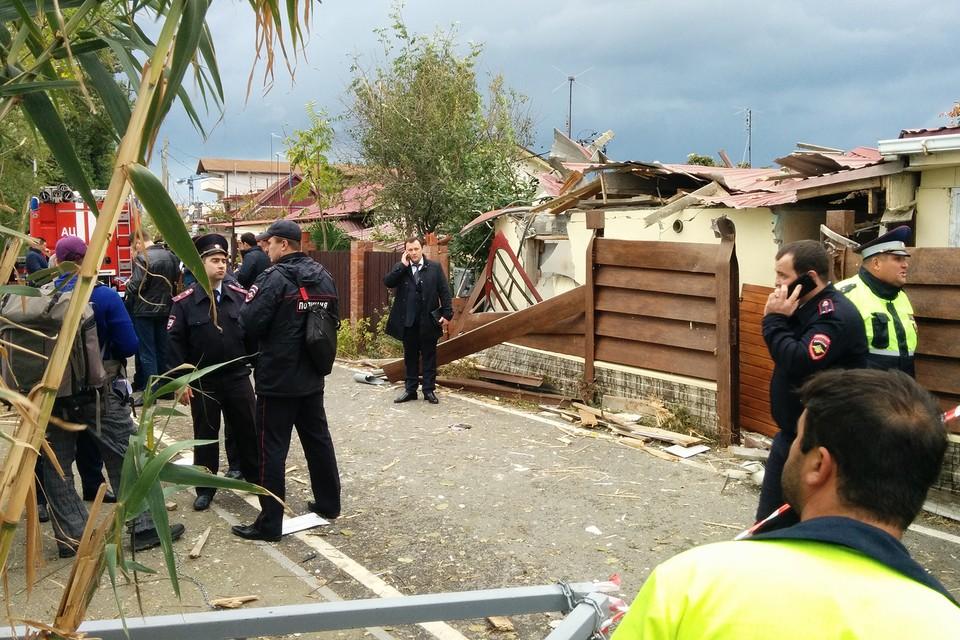 В Сочи на дом упал экскурсионный вертолет