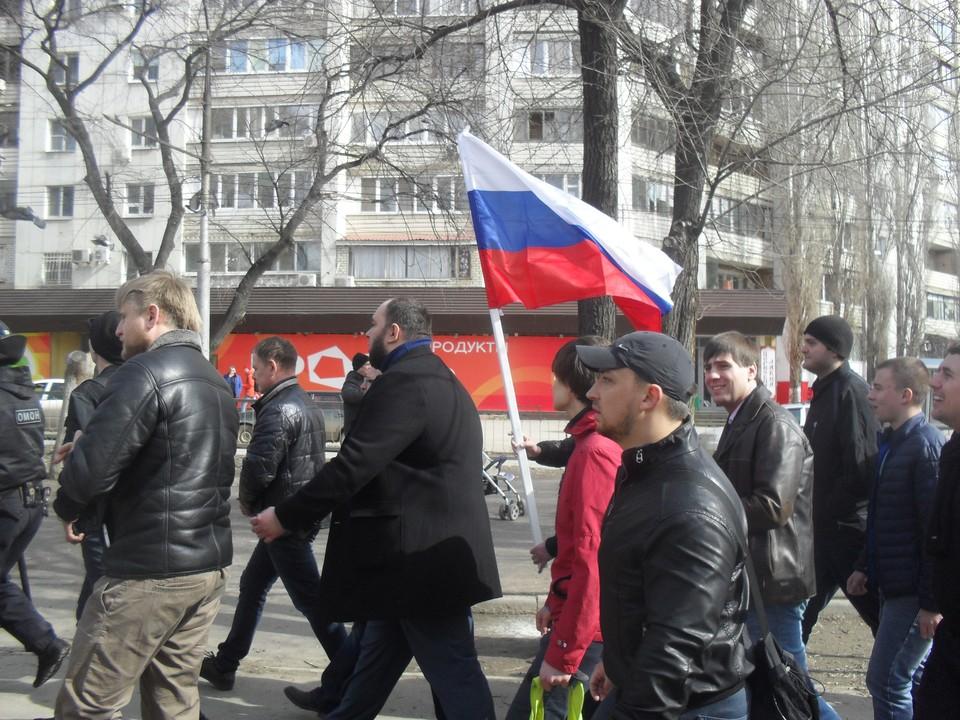 Сторонники Навального в Саратове устроили шествие