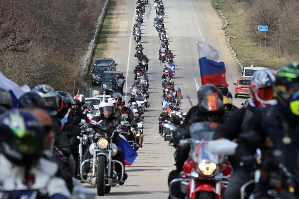 Байкеры отмечают годовщину референдума в Крыму масштабным мотопробегом по полуострову