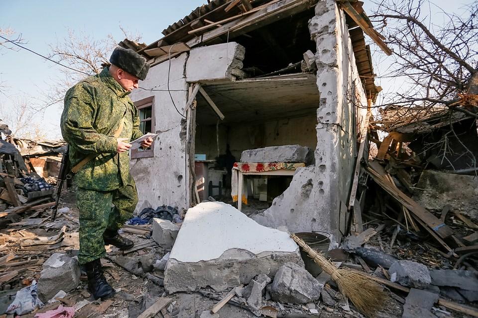 Украинские вооруженные формирования обстреляли поселок Зайцево на севере Горловки, в результате чего был поврежден частный дом
