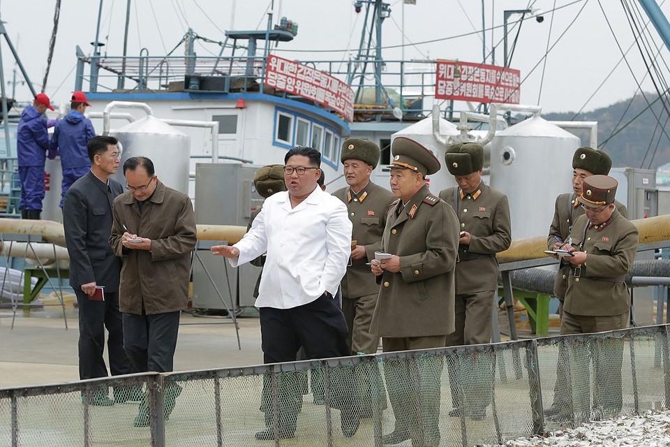 Ким Чен Ын проверил работу одного из северокорейских рыбкомбинатов