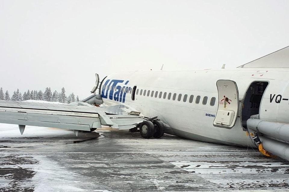 """У самолета авиакомпании """"ЮТэйр"""", совершившего жесткую посадку в аэропорту Усинска, произошел подлом стоек шасси на взлетно-посадочной полосе. В результате аварии никто не пострадал"""