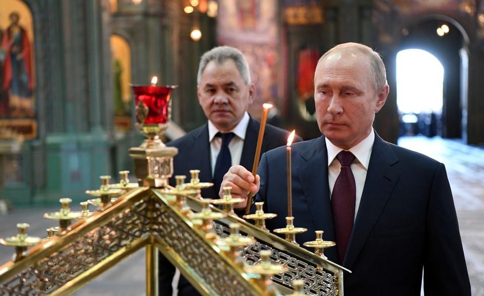 Владимир Путин в День памяти и скорби посетил главный храм Армии России.