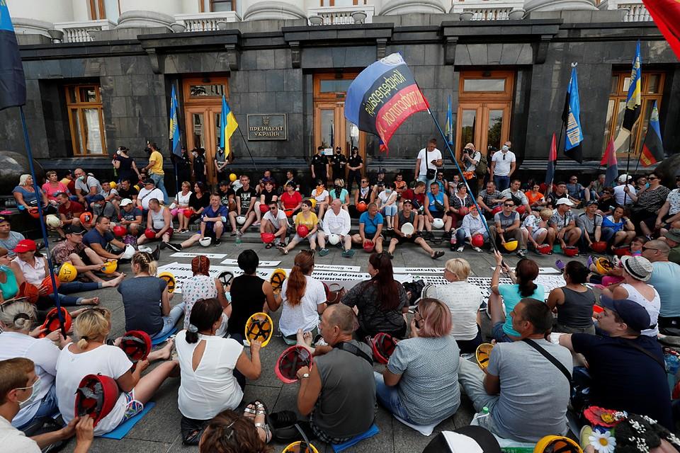 Бессрочная забастовка шахтеров Украины продолжается девятый день под стенами Офиса президента Украины