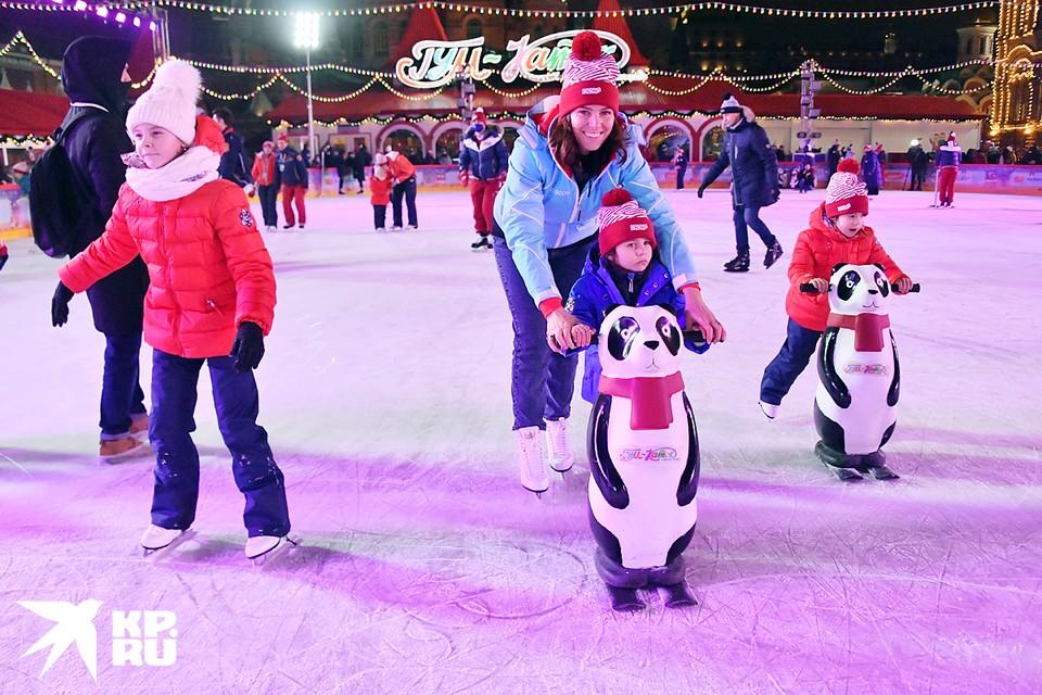 На Красной площади столицы открылся 15-й сезон ГУМ-катка. Работать он будет при любой погоде ежедневно до 28 февраля