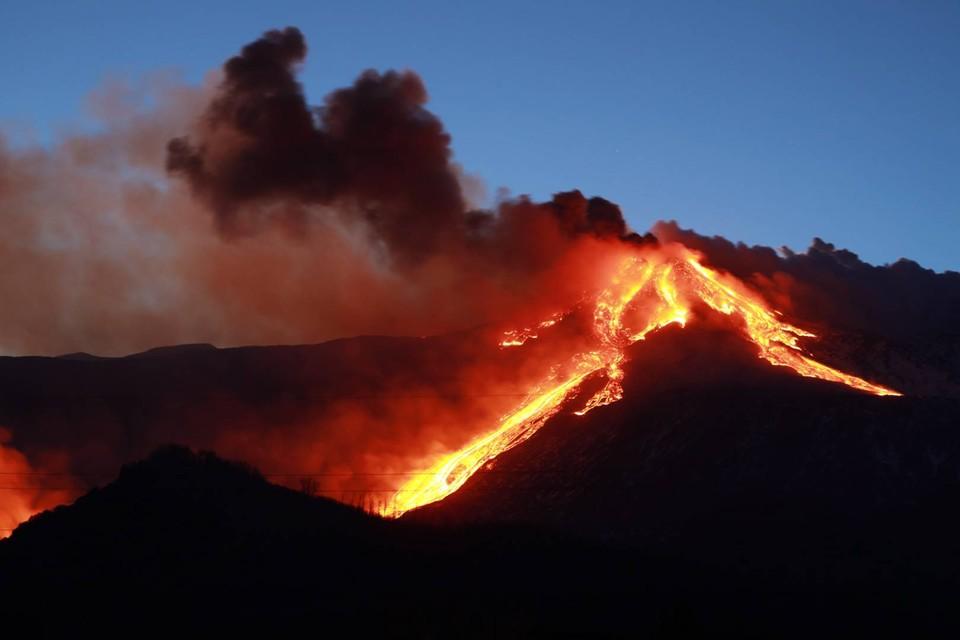 Лава спустилась примерно до высоты две тысячи метров над уровнем моря.