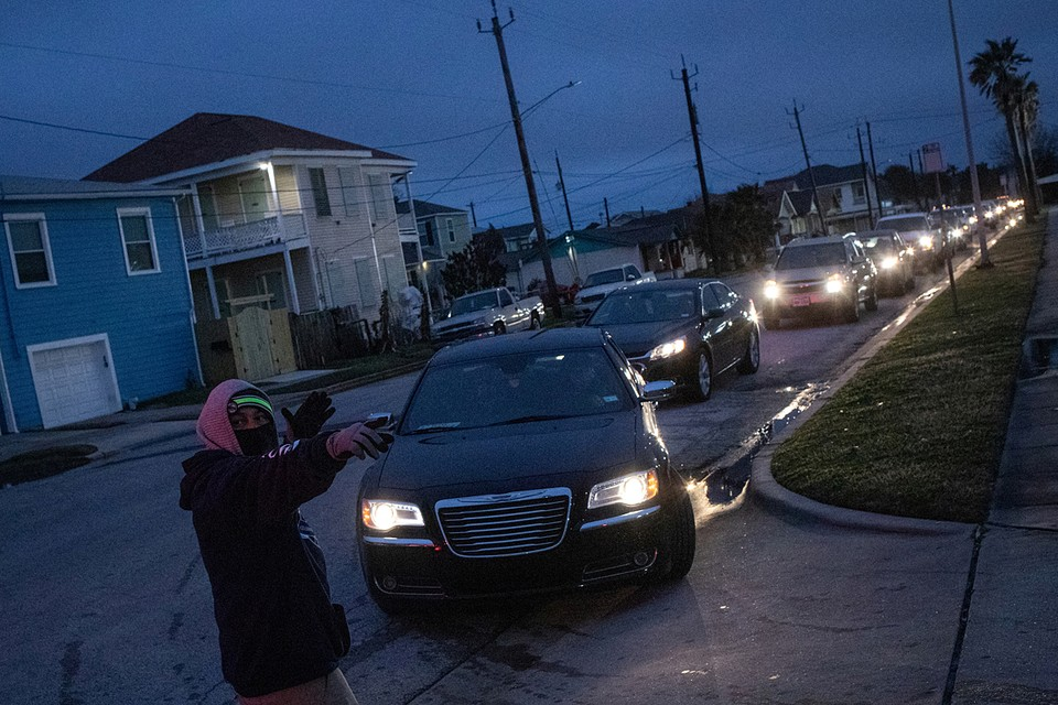 Более 2,5 млн человек в Техасе остаются без света из-за непогоды