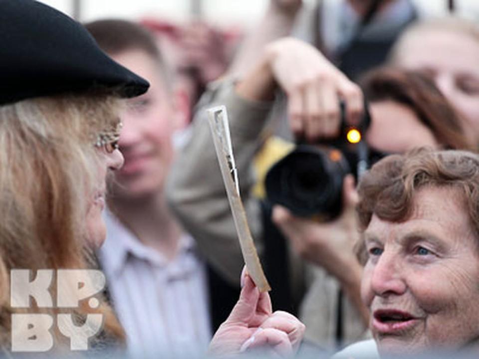 Пугачева показывает свое детское фото