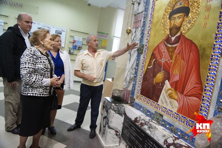 Потомки Романовых сейчас часто приезжают в Екатеринбург - в город, где расправились с их предками