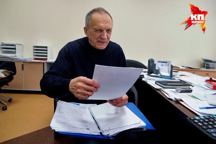 Письма чиновникам с просьбами помочь занимают у Владислава Валентиновича внушительную папку