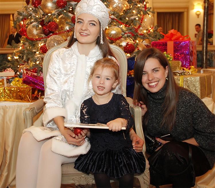 Новый 2016-й год Юля планирует встретить с мужем и маленькой дочкой.