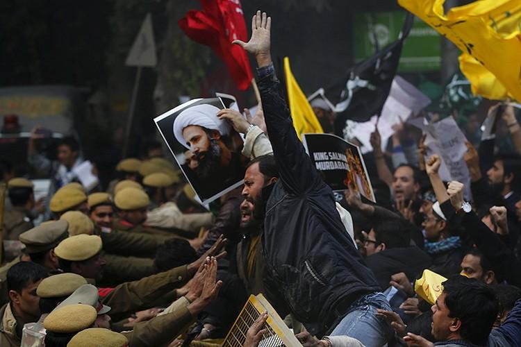 Протесты прокатились по Ближнему Востоку и дальше. На фото: шииты перед посольством Саудовской Аравии в Нью-Дели, Индия