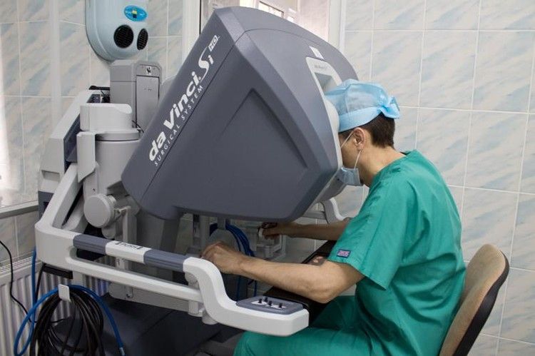 Манипуляторы обладают практически такой же подвижностью, как кисть хирурга. Фото: kkod.ru