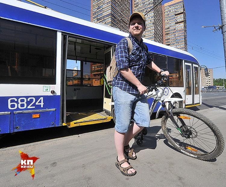 Новые троллейбусы вполне подойдут для перевозки велосипеда. Но не пытайтесь пролезть в салон в час-пик.