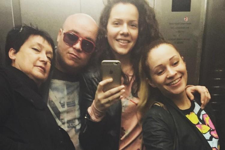 Слева направо: Мама Джокера, Доминик, сестра Полина и Кокорина