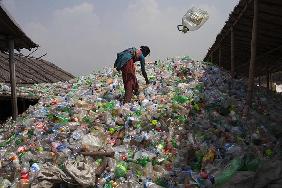Фабрика по переработке пластиковых отходов в Бангладеш Фото: GLOBAL LOOK PRESS