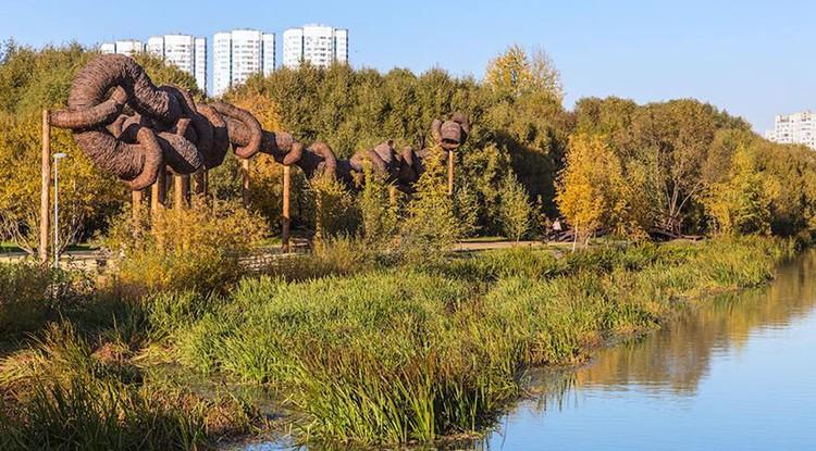 В столичном парке установили арт-объект, вызвавший в Сети кучу неприличных ассоциаций