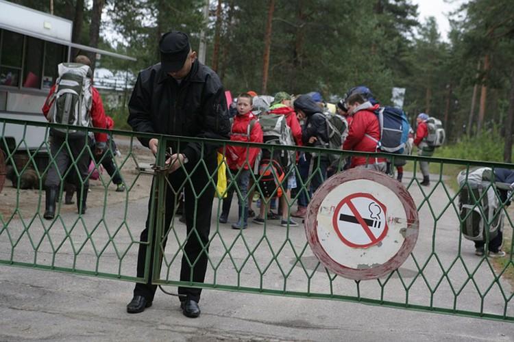 Пострадавших во время похода детей на самолете МЧС отправили в Москву. Фото: Игорь Подгорный/ТАСС