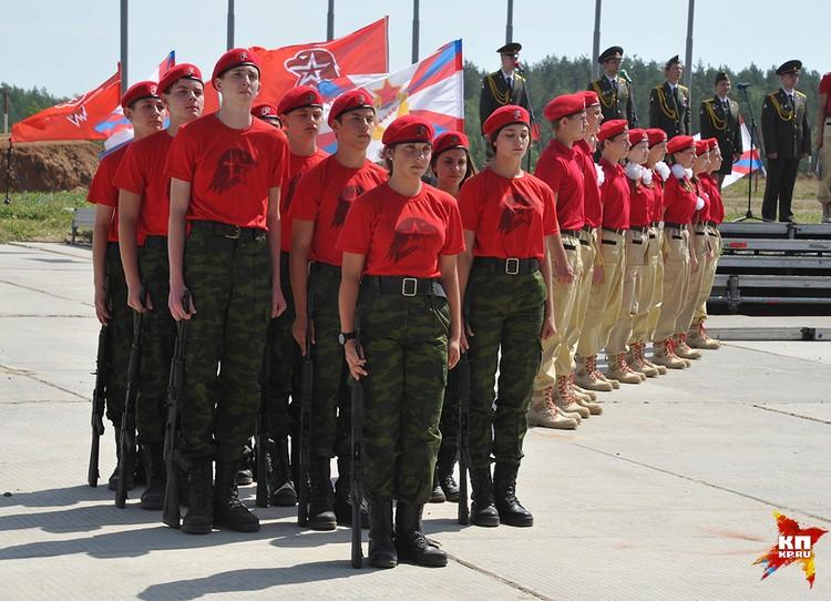 Сегодня, в день памяти и скорби, на полигоне Ковельского учебного центра инженерных войск в Нижегородской области, десятки школьников присягнули на верность Юнармии