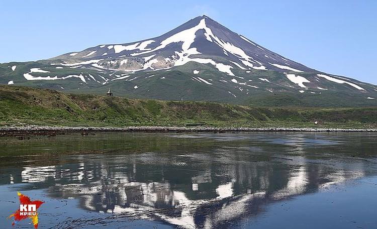 Вулкан Сарычева на острове Матуа.