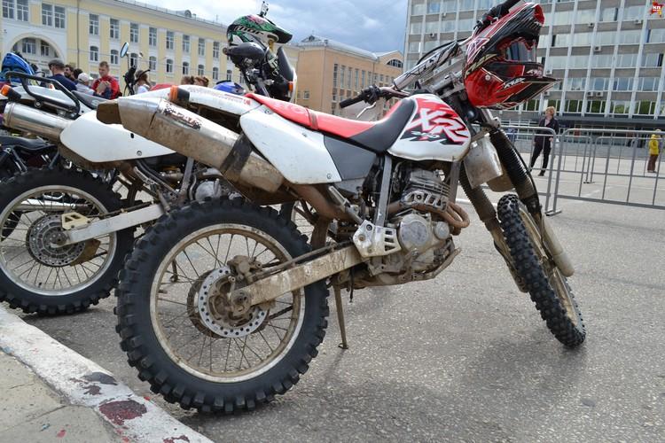 Мотоциклисты души не чают в своих железных конях.