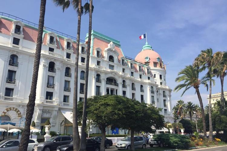 Пятизвездочный отель Negresco в ночь теракта превратился в госпиталь Фото: Наталья САДОВНИКОВА
