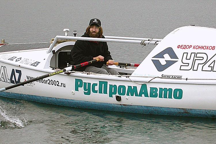 2002 год. Фёдор Конюхов в одиночку пересекает Атлантику на гребной лодке. Фото Валерия Бушухина (ИТАР-ТАСС)
