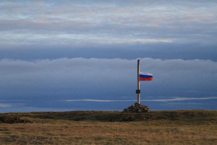 Теперь над мысом Депо реет флаг России