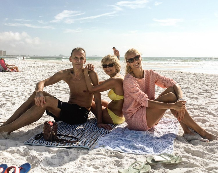 Дарья на отдыхе с родителями. Фото: страница героя публикации всоцсети