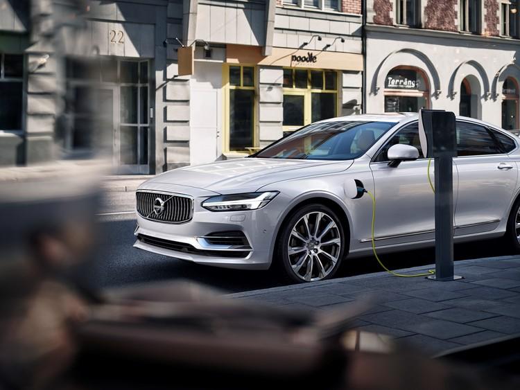 В ближайшие годы компания предоставит версии на электротяге для каждой своей новой модели. К 2019 году Volvo выпустит несколько полностью электрических моделей.