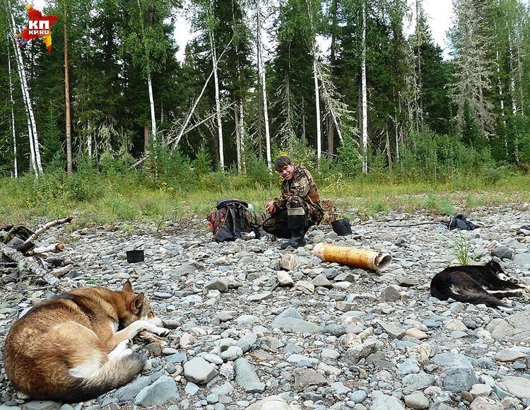 Набрел на обломок 30-летний охотник манси Олег, когда искал пропавшего оленя