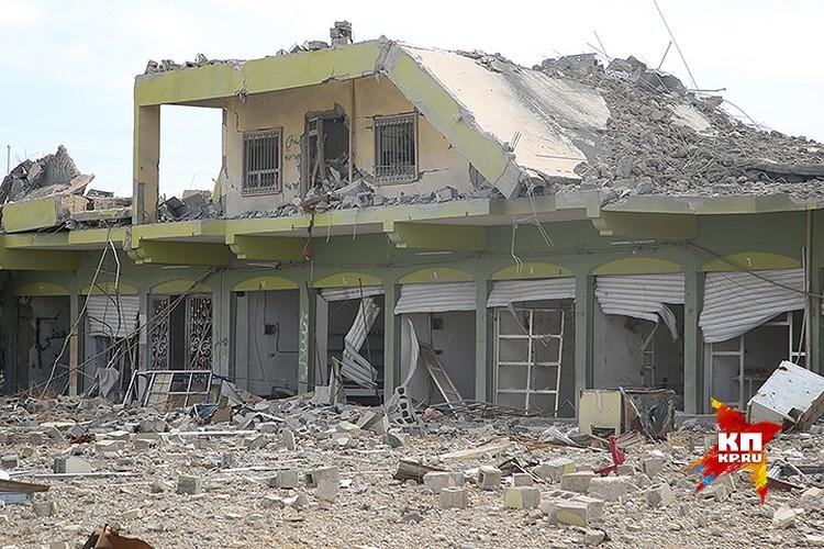 По словам иракских военных, бомбардировка этих районов была необходима - здесь держали оборону террористы.
