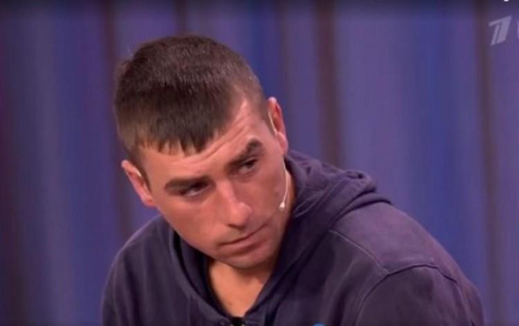Сюжет о 25-летнем парне, который 18 лет провел в лесу, показали даже по Первому каналу. Фото: Первый канал