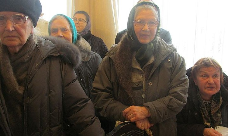 Бабушки-прихожане против завода по производству презервативов