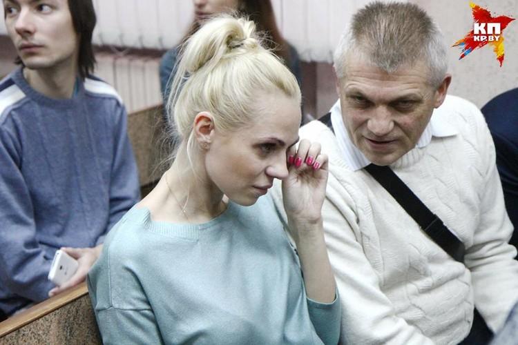 Поддержать литовского бизнесмена Артура Тураева приехала его жена.