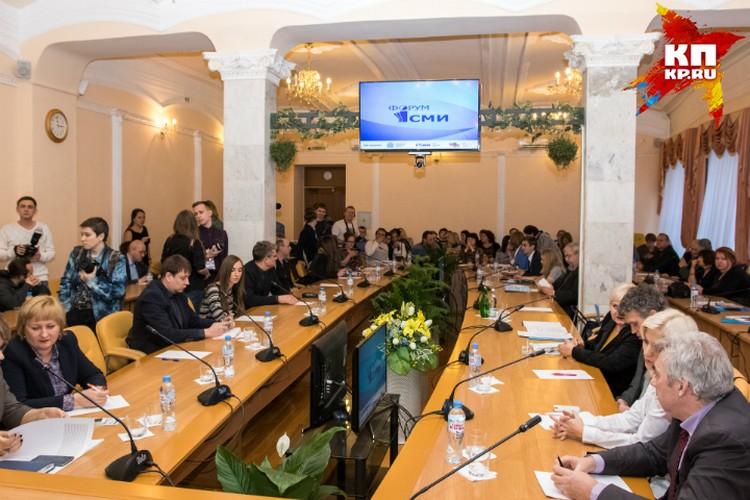 На встречу с губернатором приехали больше стал журналистов со всей области. Фото: Михаил Егоров