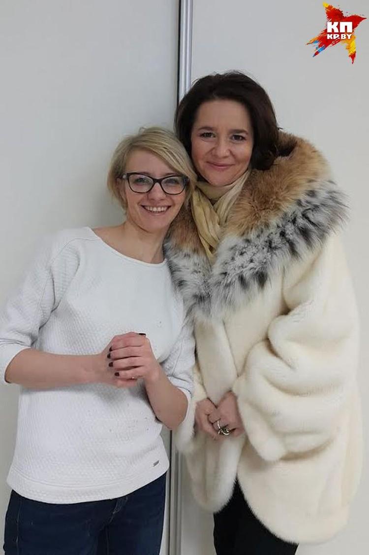 Супруга Константина Довлатова Эльмира (справа) в той самой шубе (второй). Фото: личный архив.