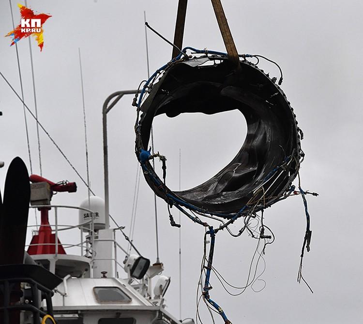 Самолет при ударе о водную поверхность и последующем ударе о дно Черного моря полностью разрушился
