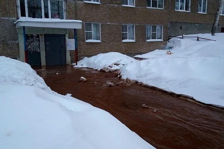 Потоп на Сабурова в Ижевске: жители квартир жалуются на отсутствие воды и тепла