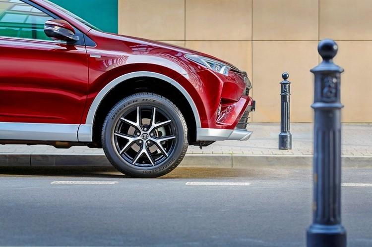 Toyota RAV4 был и остается самым желанным и популярным кроссовером в своем сегменте. Имидж делает свое дело вне зависимости от ситуации на рынке