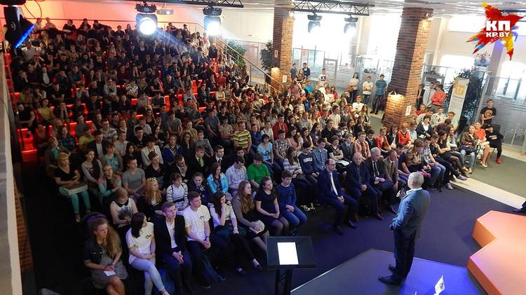 Встреча Валерия Цепкало с абитуриентами в бизнес-инкубаторе ПВТ, 2016 год. Фото предоставлено администрацией ПВТ.