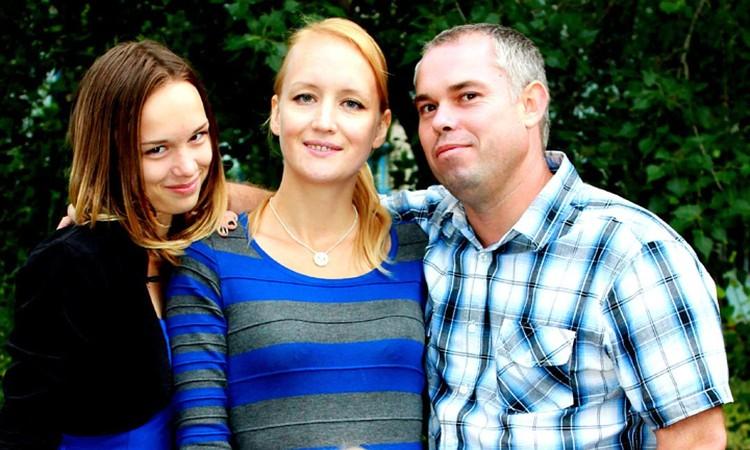 Диана Шурыгина с родителями