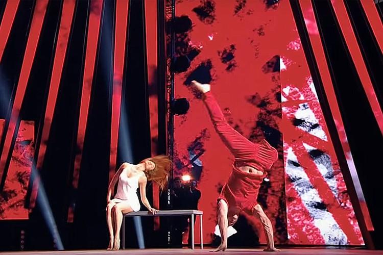 Евгений – человек с ограниченными возможностями (он потерял ногу), но безумно увлечен танцами