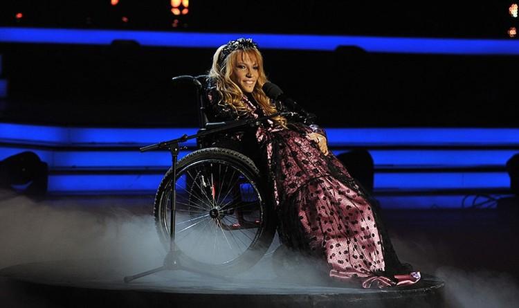Юлия заболела уже подростком, у нее парализованы ноги.
