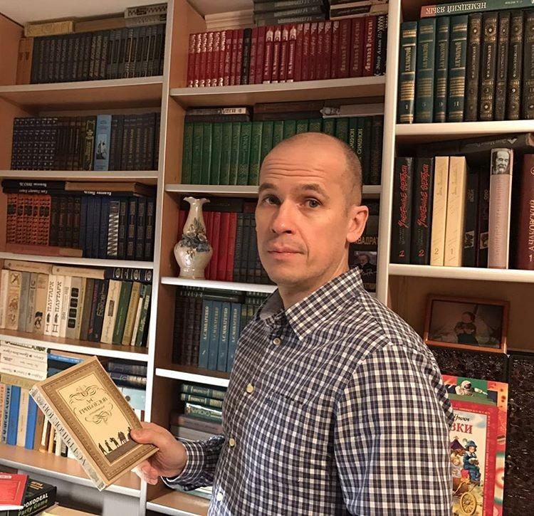 Сегодня даже немного страшно заходить в социальные сети... Немногие знают, но на 14 февраля выпал еще один праздник - Международный день дарения книг. Фото: instagram.com/brechalov