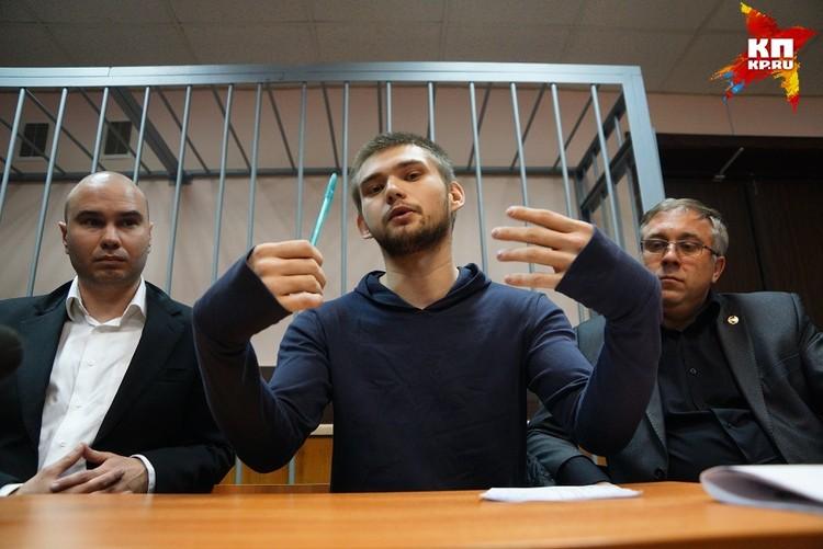 Друзья Руслана уверяют, что в его проблемах с законом виновата слишком влюбленная девушка